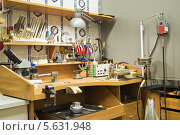 Купить «Рабочее место ювелира», фото № 5631948, снято 29 ноября 2013 г. (c) Леонид Ардаткин / Фотобанк Лори