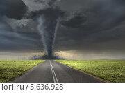 Купить «Воронка черного смерча над дорогой», фото № 5636928, снято 29 мая 2010 г. (c) Sergey Nivens / Фотобанк Лори