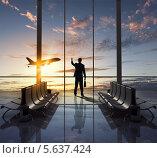 Купить «Мужчина в костюме с портфелем в руке стоит у окна в аэропорту и смотрит на самолет», фото № 5637424, снято 21 июня 2019 г. (c) Sergey Nivens / Фотобанк Лори