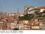 Вид на город Порто с набережной (2013 год). Редакционное фото, фотограф Дмитрий Булатов / Фотобанк Лори