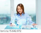 Купить «Девушка работает с виртуальным экраном», фото № 5642072, снято 20 декабря 2013 г. (c) Syda Productions / Фотобанк Лори