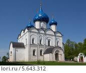 Купить «Рождественский собор в кремле Суздаля, Владимирская область», фото № 5643312, снято 15 мая 2013 г. (c) Александр Фрейдин / Фотобанк Лори