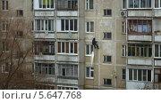 Ремонт швов на фасаде многоэтажного дома, таймлапс. Стоковое видео, видеограф Алексей Луковников / Фотобанк Лори