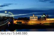 Купить «Вид на звонницу и Софийский собор ночью, Великий Новгород», фото № 5648080, снято 18 июня 2019 г. (c) Зезелина Марина / Фотобанк Лори