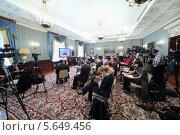 Купить «Журналисты сидят на расширенном заседании Совета в Большом Кремлевском дворце 24 апреля 2012 года в Москве», фото № 5649456, снято 24 апреля 2012 г. (c) Losevsky Pavel / Фотобанк Лори