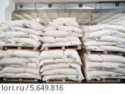 Купить «Мешки на складе предприятия», фото № 5649816, снято 31 мая 2012 г. (c) Losevsky Pavel / Фотобанк Лори