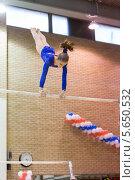 Купить «Спортивная гимнастика, девушка выполняет упражнения на брусьях», фото № 5650532, снято 15 декабря 2012 г. (c) Losevsky Pavel / Фотобанк Лори