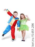 Купить «Маленький мальчик и девочка в карнавальных костюмах, белый фон», фото № 5651296, снято 29 февраля 2012 г. (c) Losevsky Pavel / Фотобанк Лори