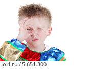 Купить «Маленький мальчик в карнавальном костюме показывает жест ОК на белом фоне», фото № 5651300, снято 29 февраля 2012 г. (c) Losevsky Pavel / Фотобанк Лори