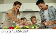 Купить «Parents preparing a salad with their children», видеоролик № 5656824, снято 23 августа 2019 г. (c) Wavebreak Media / Фотобанк Лори