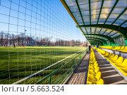 Трибуна. Тренировочное поле (стадион) (2014 год). Редакционное фото, фотограф Юрий Баулин / Фотобанк Лори