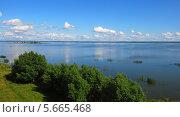 Купить «Вид на озеро Неро в солнечный летний день», эксклюзивное фото № 5665468, снято 11 июля 2009 г. (c) lana1501 / Фотобанк Лори
