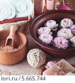 Купить «Ингредиенты для спа-процедур с розами», фото № 5665744, снято 3 октября 2012 г. (c) Оксана Ковач / Фотобанк Лори
