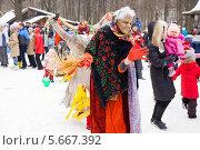 Купить «Масленица, народные гулянья», фото № 5667392, снято 20 июня 2019 г. (c) Igor Lijashkov / Фотобанк Лори