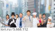 Купить «Группа людей различных профессий на фоне мегаполиса», фото № 5668112, снято 26 сентября 2010 г. (c) Syda Productions / Фотобанк Лори