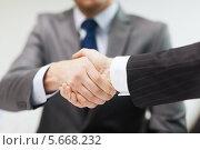 Купить «Деловое рукопожатие при заключении сделки», фото № 5668232, снято 9 ноября 2013 г. (c) Syda Productions / Фотобанк Лори