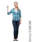Купить «Симпатичная девушка в клетчатой блузке в полный рост», фото № 5668368, снято 12 февраля 2014 г. (c) Syda Productions / Фотобанк Лори