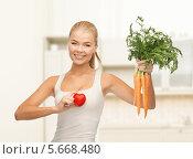 Купить «Счастливая девушка со здоровым сердцем и пучком свежей моркови», фото № 5668480, снято 23 марта 2013 г. (c) Syda Productions / Фотобанк Лори