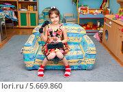 Купить «Девочка играет в детском саду», эксклюзивное фото № 5669860, снято 27 февраля 2014 г. (c) Куликова Вероника / Фотобанк Лори