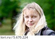 Портрет светловолосой женщины на улице. Стоковое фото, фотограф Анфимов Леонид / Фотобанк Лори