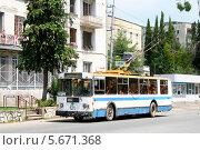 Купить «Троллейбус ЗиУ-682, Сухум, Абхазия», фото № 5671368, снято 23 июля 2009 г. (c) Art Konovalov / Фотобанк Лори