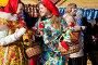 Молодые красивые девушки продают куклы Масленицы на праздных гуляньях в Коломенском города Москвы, Россия, фото № 5671612, снято 1 марта 2014 г. (c) Николай Винокуров / Фотобанк Лори