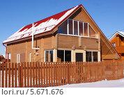 Деревянный двухэтажный загородный дом. Стоковое фото, фотограф Павел Кричевцов / Фотобанк Лори