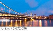 Крымский мост ночью, Москва. Редакционное фото, фотограф Денис Веселов / Фотобанк Лори