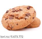 Купить «Домашнее печенье с шоколадом на белом фоне», фото № 5673772, снято 13 июня 2013 г. (c) Natalja Stotika / Фотобанк Лори