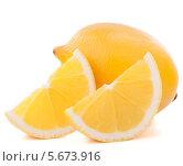 Купить «Лимон с дольками на белом фоне», фото № 5673916, снято 15 ноября 2012 г. (c) Natalja Stotika / Фотобанк Лори