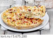 Купить «Пирог с овощами на керамической тарелке», фото № 5675280, снято 19 июня 2019 г. (c) BE&W Photo / Фотобанк Лори