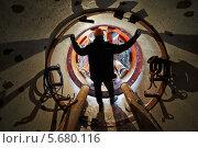 Купить «Рабочий в каске в тоннеле канализационного коллектора», фото № 5680116, снято 15 января 2014 г. (c) Дмитрий Калиновский / Фотобанк Лори