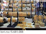 Купить «Витрина магазина ювелирных изделий. Золотой рынок. Дубай», фото № 5681088, снято 23 февраля 2014 г. (c) Яна Королёва / Фотобанк Лори