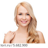 Купить «Очаровательная блондинка с распущенными волосами и ухоженной кожей», фото № 5682900, снято 7 января 2014 г. (c) Syda Productions / Фотобанк Лори