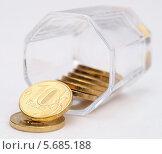 Купить «Деньги утекают из рюмки», фото № 5685188, снято 19 января 2014 г. (c) SevenOne / Фотобанк Лори