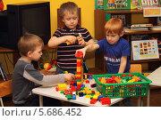 Купить «Три мальчика в детском саду играют в конструктор», фото № 5686452, снято 5 марта 2014 г. (c) EgleKa / Фотобанк Лори
