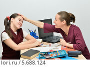 Учительница хвалит прилежную ученицу. Стоковое фото, фотограф VIACHESLAV KRYLOV / Фотобанк Лори