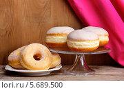Купить «Пончики с вареньем на деревянном фоне», фото № 5689500, снято 24 мая 2018 г. (c) BE&W Photo / Фотобанк Лори
