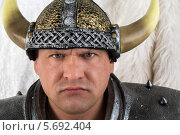 Купить «Серьезный мужчина в костюме викинга», фото № 5692404, снято 3 октября 2013 г. (c) Losevsky Pavel / Фотобанк Лори