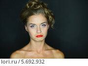 Купить «Портрет расстроенной молодой женщины на чёрном фоне», фото № 5692932, снято 22 июля 2013 г. (c) Losevsky Pavel / Фотобанк Лори