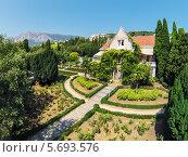 Купить «Дворец Харакс с зеленым садом», фото № 5693576, снято 28 августа 2013 г. (c) Losevsky Pavel / Фотобанк Лори