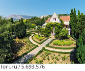 Дворец Харакс с зеленым садом, фото № 5693576, снято 28 августа 2013 г. (c) Losevsky Pavel / Фотобанк Лори