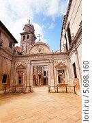 Купить «Колокольня и ворота Scuola Grande San Giovanni Evangelista в Венеции», фото № 5698160, снято 29 мая 2013 г. (c) Сергей Новиков / Фотобанк Лори