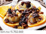 Купить «Маринованная сельдь с сухофруктами и сливовым соусом», фото № 5702660, снято 22 января 2019 г. (c) BE&W Photo / Фотобанк Лори