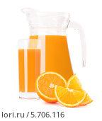 Купить «Кувшин апельсинового сока и апельсины», фото № 5706116, снято 23 апреля 2012 г. (c) Natalja Stotika / Фотобанк Лори
