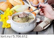 Купить «Девушка пробует кремовый суп с овощами, мясом и зеленью в чаше», фото № 5706612, снято 19 февраля 2018 г. (c) BE&W Photo / Фотобанк Лори