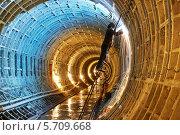 Купить «Сварщики во время работ по строительству метро в подземном тоннеле», фото № 5709668, снято 5 марта 2014 г. (c) Дмитрий Калиновский / Фотобанк Лори
