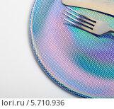 Купить «Вилка и нож на красивой десертной тарелке», эксклюзивное фото № 5710936, снято 15 марта 2014 г. (c) Яна Королёва / Фотобанк Лори