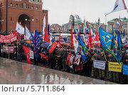 Люди на площади Никонова в городе Йошкар-Ола (2014 год). Редакционное фото, фотограф Сергей Канашин / Фотобанк Лори