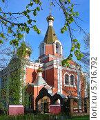 Купить «Церковь Воскресения Христова на бывшем Семеновском кладбище в Москве весной», эксклюзивное фото № 5716792, снято 2 мая 2012 г. (c) lana1501 / Фотобанк Лори